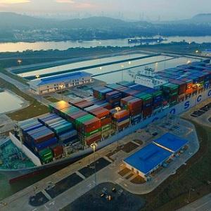 Buque de Contenedores Comerciales Rompe Récord en Panamá
