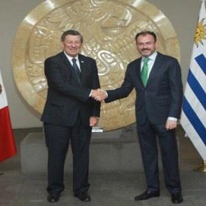 Revisan y Corrigen Tratado de Comercio con Uruguay