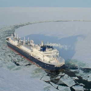 Barco Ruso se Abre Paso por la Ruta Ártica
