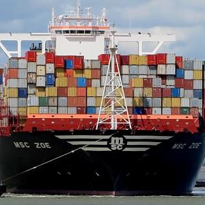 270 Contenedores se Desbordan de Buque en Alemania